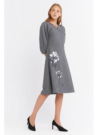 BGN Gri - Baskı Detaylı Elbise Gri